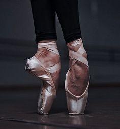 Dance It Out, Just Dance, Armas Wallpaper, Natalia Romanova, Dancer Photography, Kill Switch, Ballet Beautiful, Pointe Shoes, Dance Pictures