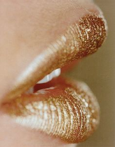Golden lips / Bond girl inspiration / lipstick / statement beauty / runway / makeup