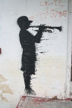 Street art by Banksy. Street Art Banksy, Banksy Graffiti, Urban Graffiti, Bansky, Urban Street Art, Urban Art, Pop Art, Amazing Street Art, Art For Art Sake