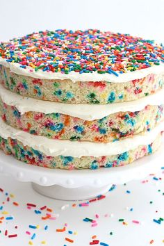 Perfect for a girls - Naked Confetti Cake Funfetti Kuchen, Funfetti Cake, Köstliche Desserts, Delicious Desserts, Dessert Recipes, Best Cake Recipes, Sweet Recipes, Favorite Recipes, Cupcakes