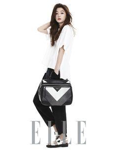 """Jun Ji Hyun de """"Man From the Star"""" es la reina de las carteras en la revista ELLE"""
