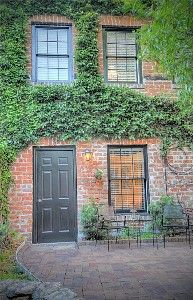 Perfect loft for two! Nice courtyard!