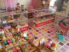 Vista diagonal Pasteleria miniatura bakery dollhouse cupcakes cakes macaroon bolleria variada