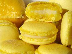 ganache citron avec chocolat blanc https://couleurdevie.wordpress.com/2011/01/23/macarons-citron-gingembre/