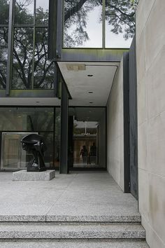 Gallery of AD Classics: The Museum of Fine Arts Houston / Ludwig Mies van der Rohe - 11 Ludwig Mies Van Der Rohe, Barcelona Pavillion, Farnsworth House, Houston Museum, Museum Of Fine Arts, Interior Architecture, Interior Design, Facade, Gallery