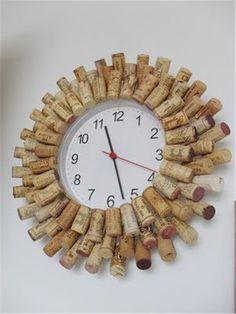 diy clock ideas homemade;diy clock ideas for kids Wine Craft, Wine Cork Crafts, Bottle Cap Crafts, Wine Cork Wreath, Wine Cork Art, Diy Clock, Clock Ideas, Wall Clock Design, Unique Wall Clocks