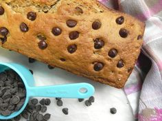 This Chocolate Chip Quick bread is soft, ooey-gooey + full of melty chocolate chips. It is oil free, refined sugar free, made with spelt flour + vegan. Chocolate Biscuit Cake, Chocolate Chip Bread, Healthy Vegan Desserts, Healthy Chocolate, Paleo, Gluten Free Bakery, Bakery Cakes, Quick Bread, Baked Goods
