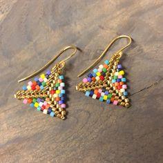 Brick Stitch Earrings, Seed Bead Earrings, Bead Embroidery Jewelry, Beaded Embroidery, Peyote Patterns, Beading Patterns, Diy Jewelry, Jewelry Making, Bracelets