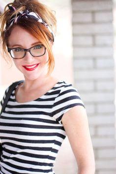 Stripes, headscarf & red lipstick. Not quite a me-style, but still, pretty darn cute.