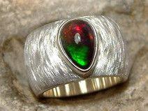 Massiver Ring aus 925er Silber mit schwarzem Opal