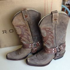 Boot Distressed Brown MENS size 7 Used once. In great condition! Perfect for a woman looking for a more comfortable fit! Handmade in Mexico, all leather upper and sole. Roper Shoes Heeled Boots