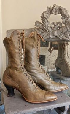 Dreamy Vintage Boots Vintage Boots, Vintage Outfits, Vintage Fashion, Shabby Vintage, Shabby Chic, Vintage Decor, Victorian Boots, Victorian Dresses, Steampunk Boots