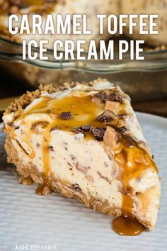 This Frozen Toffee Caramel Pie is easy to make and delicious a pudding based no churn ice cream pie that everyone loves ashlee marie pie summer frozen pie frozen des. Tarte Caramel, Caramel Pie, Homemade Caramel Sauce, Caramel Pudding, Caramel Ice Cream Cake Recipe, Ice Cream Cake Homemade, Homemade Recipe, Ice Cream Desserts, Köstliche Desserts