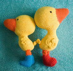 haakhooked: Gratis haakpatroon Gonnie het gansje Gertie the Goose, boots Diy Crochet Amigurumi, Crochet Baby Toys, Crochet Diy, Crochet Birds, Easter Crochet, Amigurumi Patterns, Amigurumi Doll, Crochet Animals, Crochet For Kids