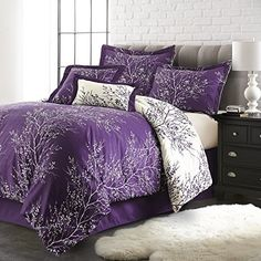 Spirit Linen Hotel Ave Foliage Collection Plush Reversible Comforter Set, Queen, Purple/Ivory: Completely comfortable, this soft, plush and chic setup will dress your bed in familiar foliage fit for a forest getaway. Purple Bedspread, Purple Comforter, Purple Bedding Sets, Queen Comforter Sets, Lavender Comforter, Ivory Bedding, Purple Bedroom Design, Purple Bedrooms, King Size Comforters