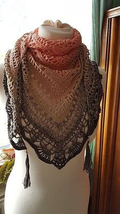 gorgeous ombre lace shawl Ravelry: Schal Quiraing pattern by Silvia Bangert Diy Tricot Crochet, Poncho Crochet, Crochet Shawls And Wraps, Knit Or Crochet, Crochet Scarves, Crochet Crafts, Crochet Clothes, Lace Shawls, Crochet Vests