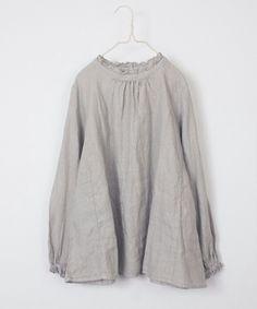 脇から裾の布の使い方に注目