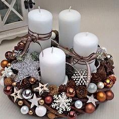 Новогодние Идеи (@novogodnie.idei) • Fotos e vídeos do Instagram Christmas Mood, Holiday Fun, Christmas Wreaths, Christmas Crafts, Christmas Ornaments, Candle Centerpieces, Centerpiece Decorations, Christmas Candle Decorations, Best Candles