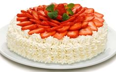 Strawberry-cream layer cake with a lemon curd & vanilla filling Midsummer's Eve, Munnar, Strawberry Cakes, Lemon Curd, Strawberries And Cream, Holiday Traditions, Vanilla Cake, Food To Make, Cheesecake