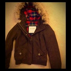 🍁Abercrombie Jacket🍁 🍁Excellent condition, Girls Abercrombie Kids size L, brown jacket very warm with detachable faux fur, worn for about 2 months, great for winter🌺 Abercrombie & Fitch Jackets & Coats
