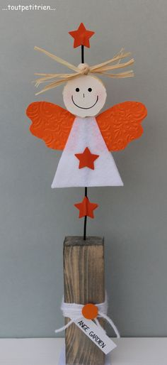 A guardian angel in felt and cardstock. The face is cut into sajex compressed with a cookie cutter. www.ch/bricos/ – fleurysylvie by lewesi Christmas Crafts For Kids, Xmas Crafts, Christmas Angels, Christmas Projects, Christmas Time, Diy And Crafts, Christmas Cards, Christmas Ornaments, Navidad Diy