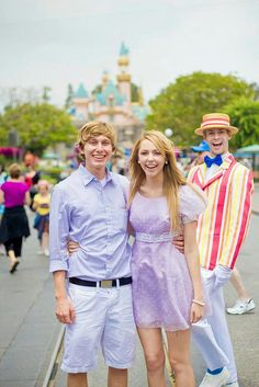 If I worked at Disneyland or Disneyworld, it would be my goal to photobomb every picture possible, like this guy. Then again, I could just dress up as a disney character and pretend I work there... ;)