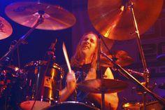 Danny Carey (Tool) Carey is another in the line of successful progressive rock drummers. He is well regarded for his complex time signatures and. Danny Carey, Alex Van Halen, Arena Rock, 2014 Music, Tool Band, Progressive Rock, Best Rock, Roller Coaster, Rolling Stones