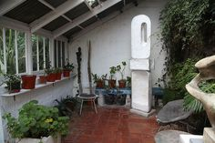 Barbara Hepworth studio Allotment Ideas, Soap Display, Soap Shop, Workshop Organization, Vide Poche, Barbara Hepworth, Simple Interior, Garden Images, St Ives