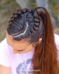 All styles of box braids to sublimate her hair afro On long box braids, everything is allowed! For fans of all kinds of buns, Afro braids in XXL bun bun work as well as the low glamorous bun Zoe Kravitz. Sporty Hairstyles, Try On Hairstyles, Box Braids Hairstyles, Trending Hairstyles, African Hairstyles, Hairstyles Videos, Hairstyles 2018, Pretty Hairstyles, Curly Hair Styles
