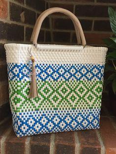 Diy Bags Easy, Simple Bags, Basket Bag, Handmade Bags, Bonsai, Straw Bag, Knit Crochet, Baskets, Weaving