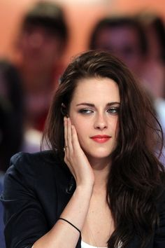 http://media3.popsugar-assets.com/files/2012/05/19/5/192/1922398/47e6681d12d638e2_144071617/i/Kristen-Stewart-appeared-French-talk-show.jpg