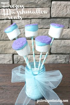 Frozen Ideas including Olaf art, an Olaf Mason Jar, Frozen Marshmallow Treats, Frozen invites, an Elsa and Anna necklace and more. Frozen Party Food, Frozen Themed Birthday Party, 6th Birthday Parties, Third Birthday, Frozen Party Favors, Birthday Ideas, Tarta Frozen Disney, Bolo Frozen, Cumple De Frozen Ideas