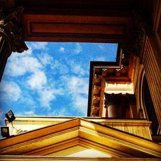 Кусочек неба 🌏☄️#abstract #archidaily #archilovers #architecture #art #puppy #architexture #art #arts #beautiful #architecture #buildings #cities #city #italiangirl #design #geometric #geometry #instagood #lines #lookingup #minimal #arte #perspective #skyscraper #street #style #италия #town #urban