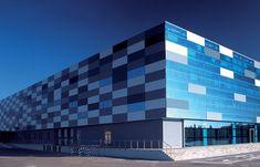 Gallery of QuadroClad™ Glass Façade Panels / Hunter Douglas Contract - 5 Factory Architecture, Architecture Panel, Industrial Architecture, Architecture Design, Cladding Design, Wall Cladding, Facade Design, Exterior Design, Hunter Douglas