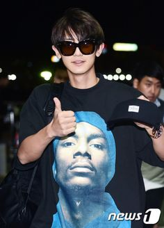 Chanyeol - 160828 Incheon Airport, departing for Hawaii Credit: News1. (인천공항 출국)