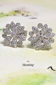 Ako si vybrať v záplave šperkov, ktoré denne atakujú vaše zmysly? Veľmi jednoducho. Nechajte sa zlákať našimi diamantovými náušnicami Meaning, ktoré sú dostatočne jemné, aby sa hodili akejkoľvek žene. Súčasne dostatočne výrazné, aby neurazili ženy, ktoré chcú byť videné a, samozrejme, sú dostatočne diamantové, aby uspokojili chute každej diamantoholičky. Až 38 prírodných briliantov deklaruje naše slová. A to ste ešte nevideli prsteň Meaning. Oba šperky sa na vás tešia – naživo alebo v e-shope. Diamond Earrings, Floral, Flowers, Nature, Jewelry, Naturaleza, Jewlery, Jewerly, Schmuck