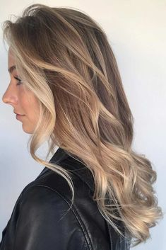 Medium hairstyles for round faces are almost no different from all other hairstyles. The only difference lies in their ability to hide the flaws and to accentuate the advantages. Since there are not so many angles, it is the task of the cut to form them and to make a round face look a little longer. In fact, enough talking – let's have a look!
