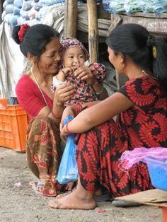 Op straat in Kathmandu. Kijk voor meer reisinspiratie op www.nativetravel.nl