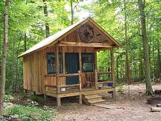 Tiny Cabins, Tiny House Cabin, Wooden Cabins, Cabins And Cottages, Cabin Homes, Bamboo House Design, Tiny House Design, Cabins In The Woods, House In The Woods