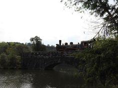 Maria Fumaça na ponte de pedra em Garibaldi