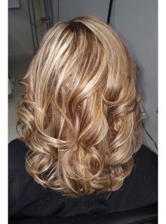 Blonde Hair Shades, Blonde Hair Looks, Balayage Hair Blonde, Haircolor, Thick Hair Styles Medium, Curly Hair Styles, Fifties Hair, Mom Hairstyles, Beautiful Hair Color