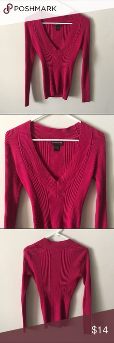 🛑 CLEARANCE! • Vivid pink ribbed lowcut sweater • BASIC VIVID PINK RIBBED V-NECK SWEATER   • great condition, worn 3 times maybe. nothing wrong.  • It's a darker vivid shade of pink, long sleeve. very comfortable and stretchy.  • SIZE: SMALL  #pink #sweater #vneck #guc #greatcondition #winter #warm #comfortable #basic #simple #ribbed #colorful #euc #bright #magenta hooked up Sweaters V-Necks