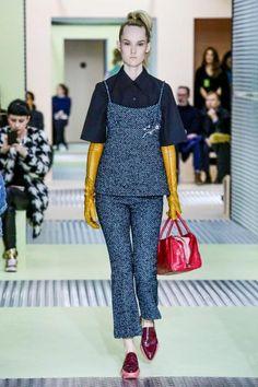 Fashion Week Milan : Prada ose le rose pastel et le néoprène !