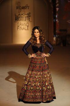 The showstopper look for Rohit Bal #LFW #LIFW2016 #summerfashion #RohitBal #KareenaKapoorKhan