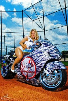 50 Babes of the New York Yankees fan base want to support Robinson Cano, the captain of National League in the 2013 Chevrolet Home Run Derby. Custom Street Bikes, Custom Sport Bikes, Motorbike Girl, Motorcycle Bike, Biker Chick, Biker Girl, Motos Sexy, Moto Biker, Futuristic Motorcycle