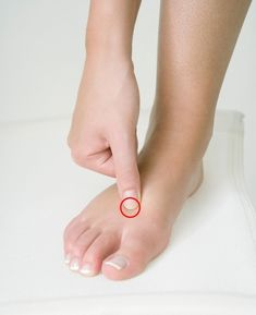 Acupuncture has been used in China for thousands of years, and selecting the right points can significantly reduce physical pain or mental imbalances, as well as improve general well-being. Acupressure Massage, Acupressure Treatment, Acupressure Points, Pressure Points For Headaches, Massage Pressure Points, Yoga Mantras, Neck And Shoulder Pain, How To Relieve Headaches, Physical Pain
