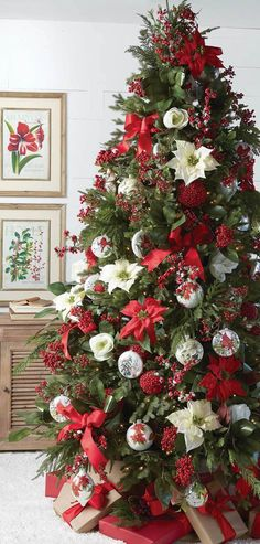 Beautiful Christmas Tree Decorating Ideas You Should Try - home design Pre Decorated Christmas Tree, Country Christmas Decorations, Christmas Tree Design, Beautiful Christmas Trees, Christmas Tree Themes, Rustic Christmas, Xmas Decorations, Christmas Home, Christmas Wreaths