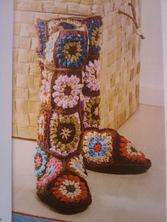 FROM Studio Soil: Granny Square Boots - free pattern? Crochet Boots, Crochet Slippers, Knit Or Crochet, Crochet Clothes, Hippie Crochet, Crochet Granny, Yarn Projects, Knitting Projects, Crochet Projects