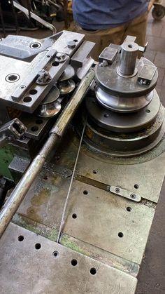 Metal Bending Tools, Metal Working Tools, Metal Tools, Metal Art, Welding Tools, Welding Projects, Woodworking Shop, Woodworking Projects, Homemade Bandsaw Mill