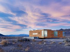 The house that Fabrizio Rondolino and his wife, Simona Ercolani, built in Nevada looks out on an almost limitless landscape. The flat, arid desert that circles their property not far from Death Valley gives way to gentle mountains.